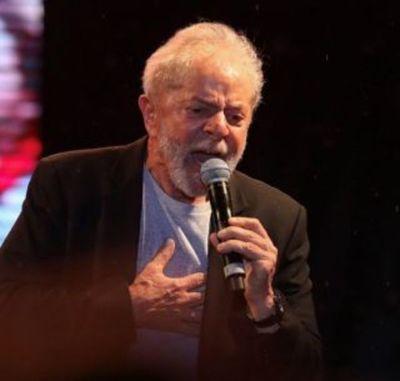 """Lula anuncia que continúa """"en la lucha"""" en el mitin que abre su gira por Brasil"""