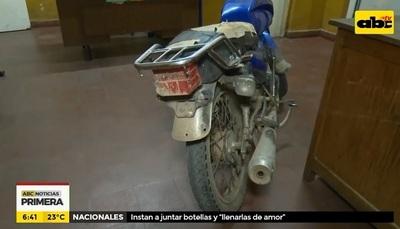 Detienen a motochorros tras cometer robo
