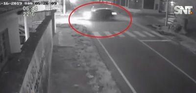 Automovilista choca contra motociclista y huye del lugar