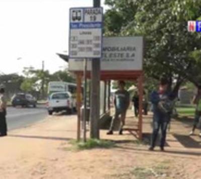 Regulada del transporte público deja a usuarios varados en la calle