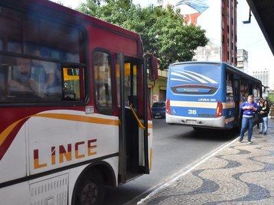 Gobierno reconoce deuda con transportistas, pero critica regulada sin aviso