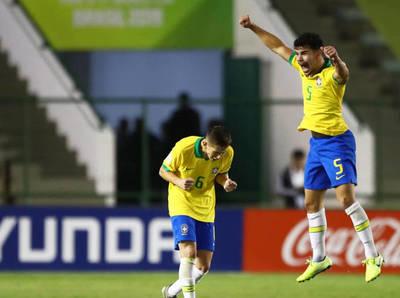 Compacto: México 1-2 Brasil