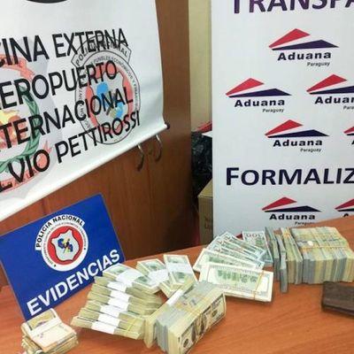 Intentó salir de Paraguay con US$ 270 mil sin declarar
