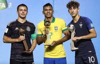 Feliz por el Balón de Oro pero más por el campeonato