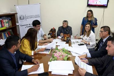 Comisión de Legislación recomienda el rechazo de las modificaciones a la ley Informconf