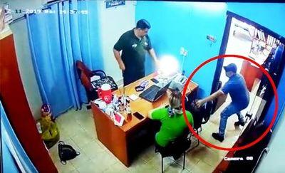"""Delincuentes """"pescaban"""" frente a bancos, eligiendo víctimas al azar"""
