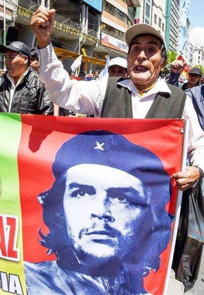 Partidarios más radicales de Evo mantienen protestas en su bastión