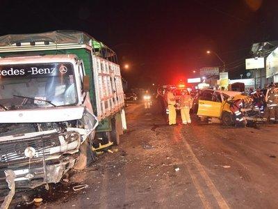 Choque frontal entre taxi y camión deja un fallecido en Capiatá