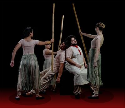 Obra teatral 'Huellas de pétalo y metal' se alista para subir a escena