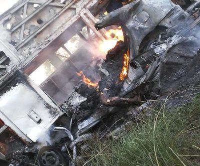 Choque e incendio de vehículos dejan dos fallecidos en Natalio