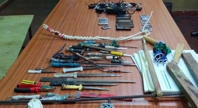 En requisa aleatoria hallan armas blancas y celulares del penal de San Pedro