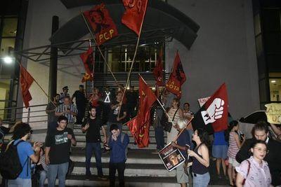 Izquierdistas escrachan e impiden participación de Almagro en foro