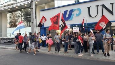 "HOY / Impiden a Almagro dar conferencia en Asunción al grito de ""golpista"""