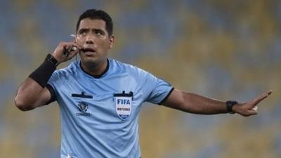 HOY / La Conmebol saca del VAR de la final de la Libertadores al peruano Diego Haro
