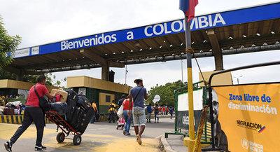 Colombia cierra todos sus pasos fronterizos por la huelga nacional contra Duque