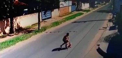 Detienen a sospechoso de agredir a su pareja en la vía pública
