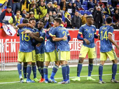 Colombia derrota a Ecuador con lo justo