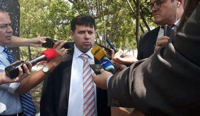 """Villamayor """"renunció"""" a su secretario por reunirse con abogada de Messer"""