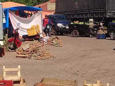 Aroma de piña inunda zona de mercado