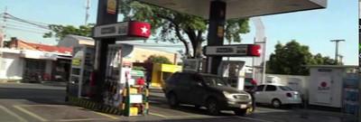 Roban bodega en estación de servicio en Asunción