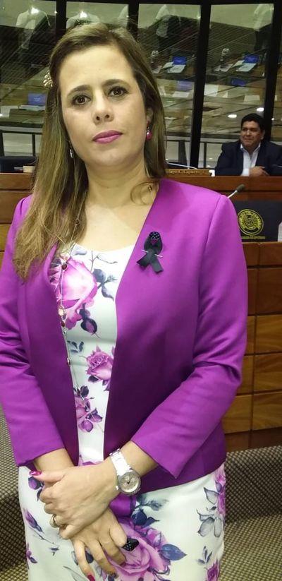 """Diputada Kattya González busca concienciar sobre la """"epidemia"""" del feminicidio en Paraguay"""