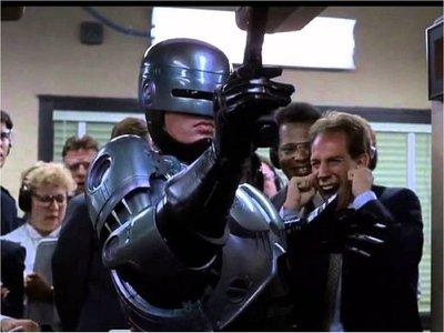 Abe Forsythe dirigirá RoboCop Returns tras la salida de Blomkamp