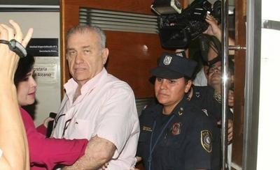 """HOY / Víctima de González Daher relata su martirio: """"Me metió presa y pedía fotos de mi pecho"""""""