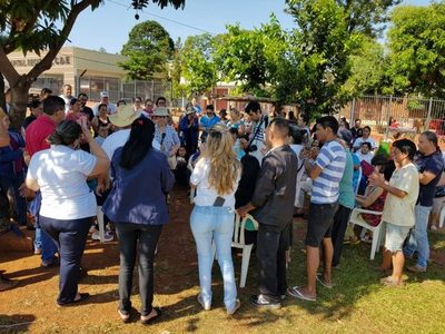Miembros del SITRASAP se manifestaron en frente del Hospital Regional de CDE
