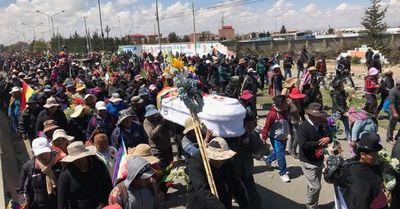 En Bolivia marchan con sus muertos a cuestas pidiendo renuncia de Áñez