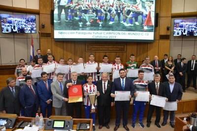 Campeones del mundo: Declaran ciudadanos ilustres a jugadores de la Selección Paraguaya de Futsal C13