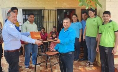 Pretenden entregar 10.000 sillas a escuelas del Alto Paraná