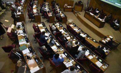 Senadores dan certificado de defunción a proyecto de Luis Urbieta