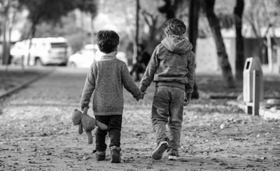 """HOY / Subsidio a """"víctimas colaterales"""" de feminicidio: aprueban proyecto que beneficiará a huérfanos"""
