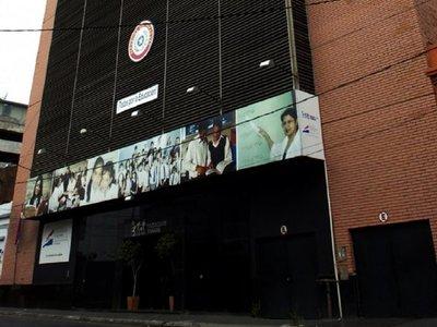 MEC con USD 10 millones para frenar deserción, pero cerrará 1.579 aulas