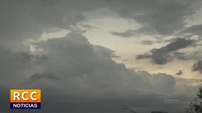 Ambiente nublado y con lluvias, anuncia Meteorología
