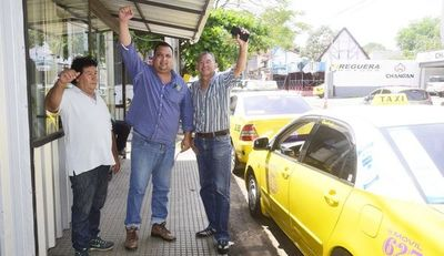 Los taxistas denuncian  extorsión y mafia en el manejo de la parada 41