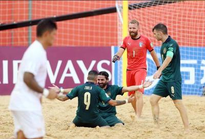 Italia da la sorpresa en la primera jornada con una goleada a la subcampeona