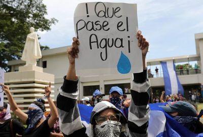 Policía retiene a 13 opositores por tratar de auxiliar a huelguistas en Nicaragua