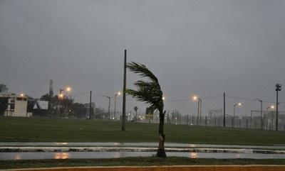 Emiten alerta por tormentas para ocho departamentos