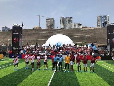 Un paraguayo se destacó en el partido de leyendas River-Flamengo