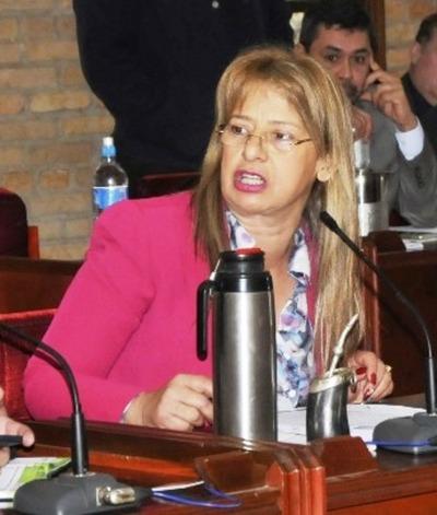 """""""El chantajista es él, no la junta"""" dijo Lilian de Aguinagalde"""