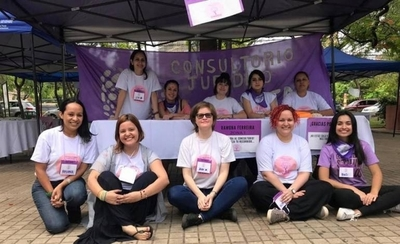 HOY / Equipo interdisciplinario de profesionales y estudiantes asisten de manera gratuita a mujeres