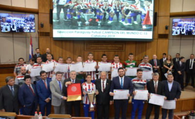 HOY / Campeones del mundo reciben distinción del gobierno