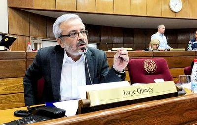 Quiñónez es pasible de juicio político por mal desempeño, afirma senador