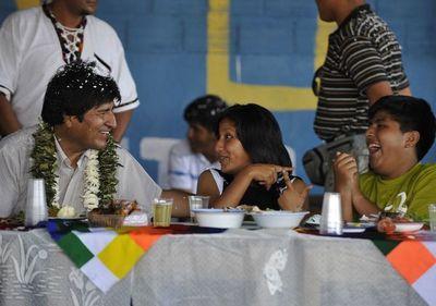 Hijos de Evo Morales dejan Bolivia rumbo a Argentina