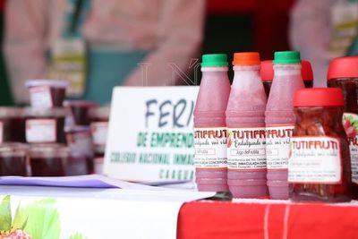 Feria de emprendedores se desarrolla en el Paseo de las Luces