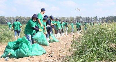 Unos 500 voluntarios participaron en la limpieza del arroyo Mburicaó