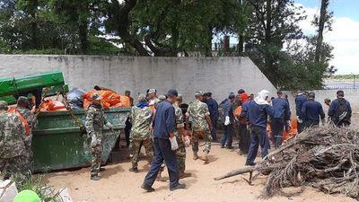 Intensos trabajos de limpieza en la ribera del río Paraguay