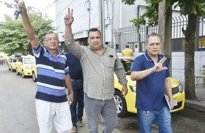 """Echan a taxistas denunciantes de  la """"mafia"""" en las paradas"""