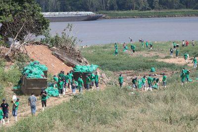 Voluntarios limpiaron zonas de influencia del río Paraguay